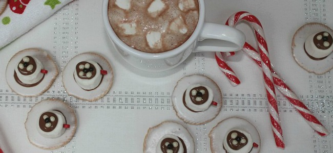 Hot chocolate tea cup biscuits are fantastic for Christmas entertaining and will be a family favorite. They are super easy to make, and are great little treats for the kids. Perfect to take to Christmas parties or kids school bake sales. It's one of the easiest no bake recipes for Christmas that everyone will love.