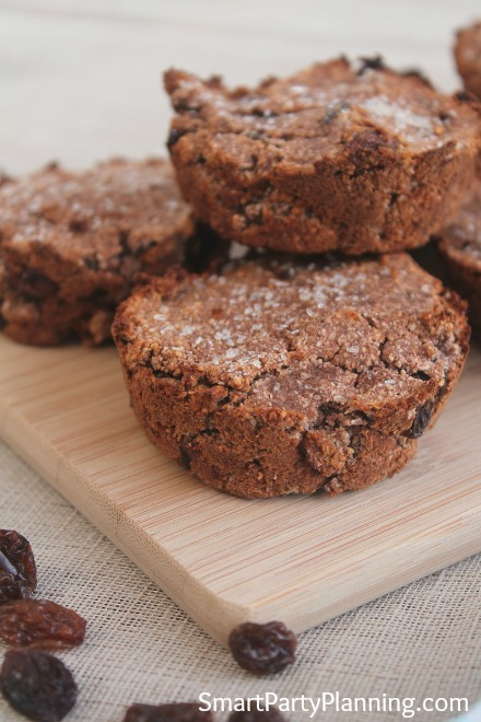 Would you like to eat some chocolate muffins for breakfast? This healthy chocolate muffins recipe can be whipped up in literally minutes and enjoyed by the entire family. This is the kind of food that you want to be eating for dessert, or snack time....or breakfast!