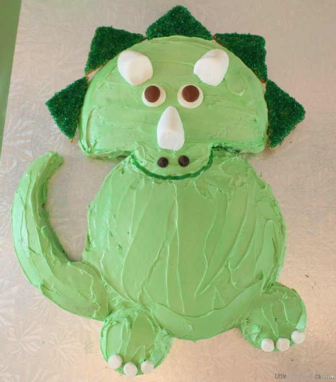 Easy green dinosaur triceratops cake