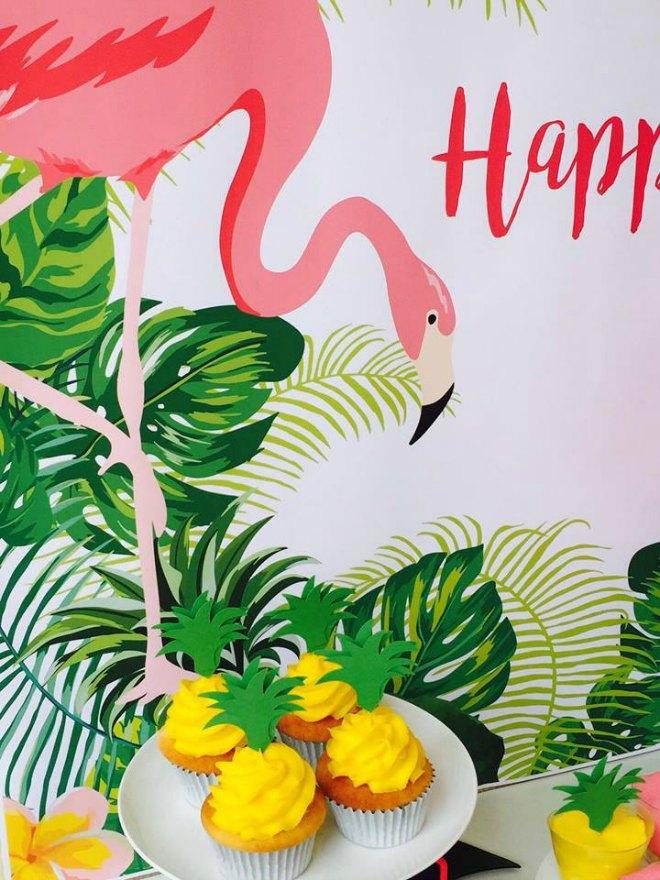 Flamingo birthday Party cupcakes