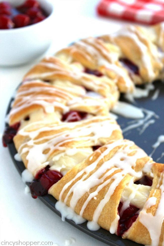 Cherry cream cheese crescent ring