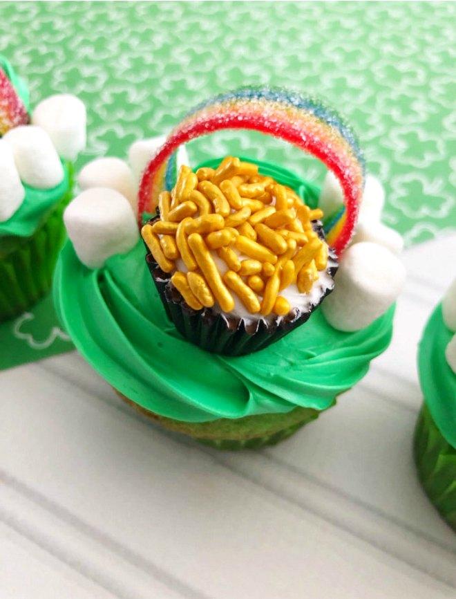 pot of gold cupcakes