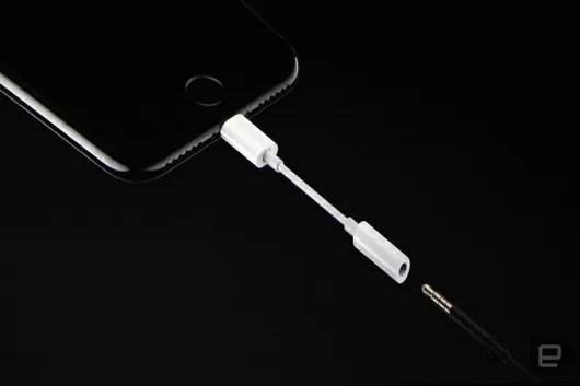 iPhone7はLightning端子のEarPods