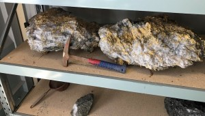 RNC Minerals 95 kg specimen stone from Beta Hunt mine