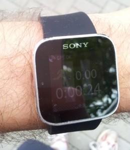 Sony Smartwatch mit Endomondo App und spiegelndem Display