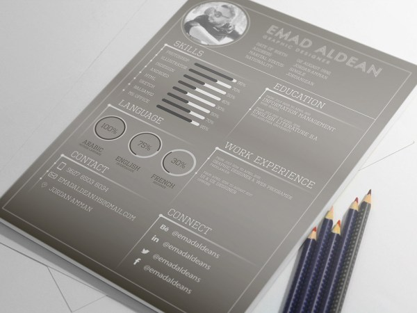 Free Dark Resume/CV Template for Designer