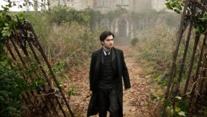 """""""The Woman In Black"""" Elicits Eerie Thrills with a Classic Ghost Tale"""