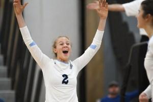 Gallery: Girls Varsity Volleyball falls to SM Northwest 3-2