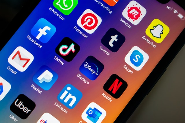 """Facebook copycat apps: A case of """"if we can't acquire, we imitate"""""""