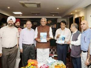 Commerce Minister Releases Strategy Paper on Computer Software and Electronics Exports