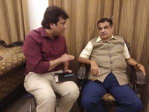 MSME Minister Nitin Gadkari explainig his observations on Union Budget 2019 to Faiz Askari of SMEStreet