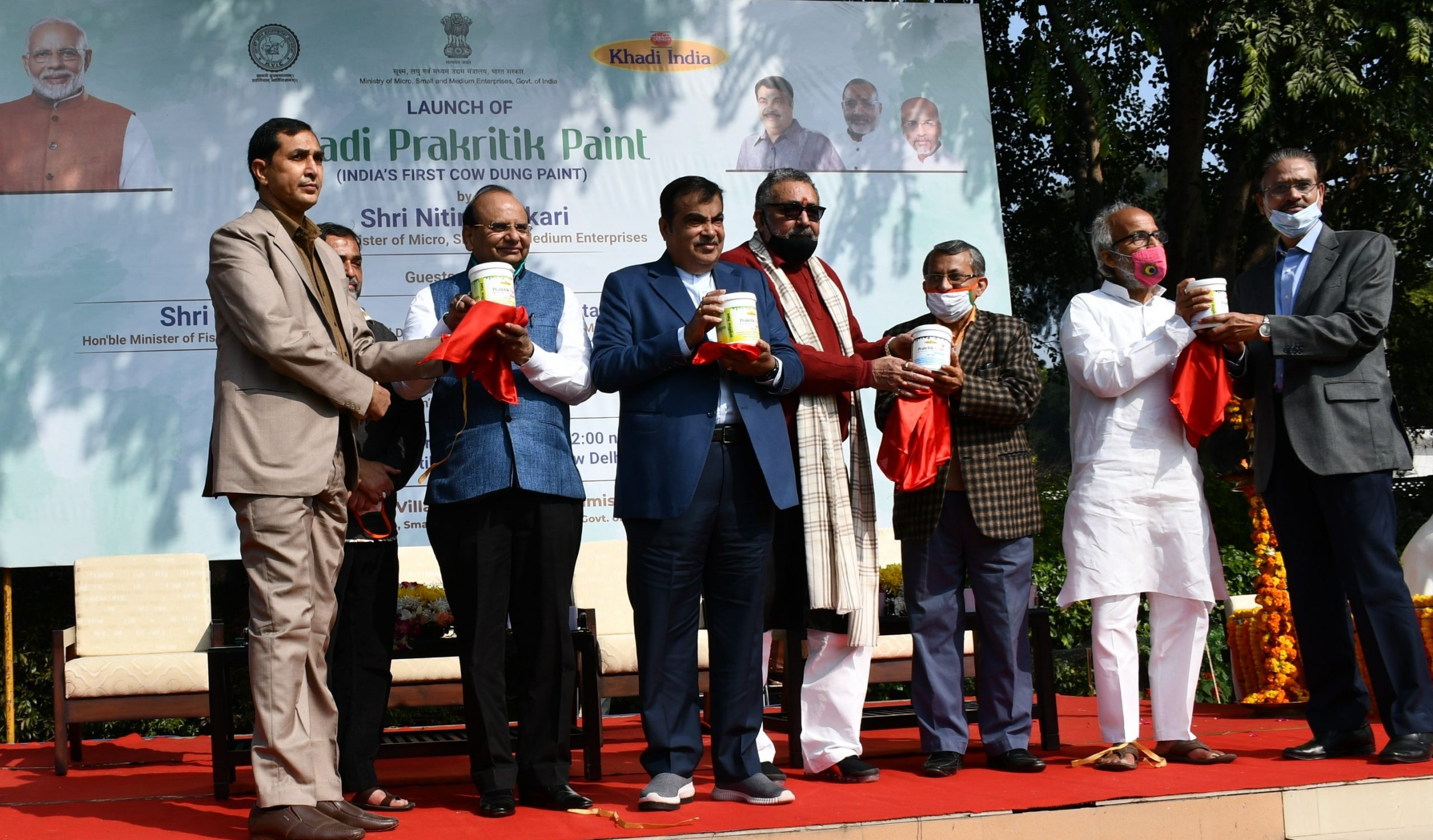 "Nitin Gadkari Launched Innovative Khadi Prakritik Paint with ""Ashta Laabh"""