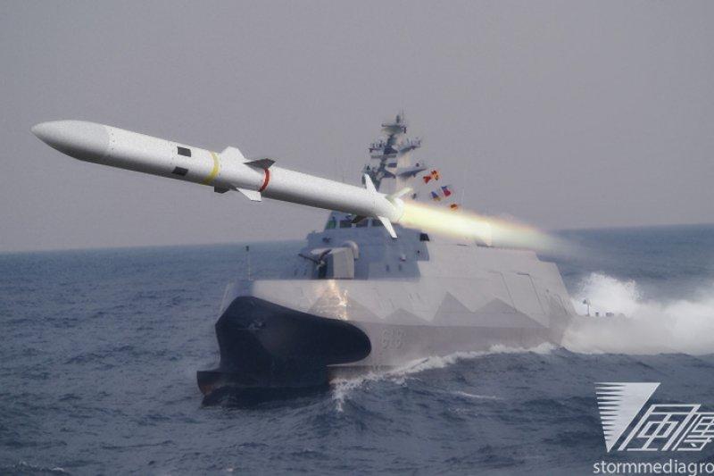 海軍首艘穿浪型雙船體的「沱江」級飛彈巡邏艦,以及排水量噸位最大的高速戰鬥支援艦「磐石艦」,31日上午將於高雄左營基地水星碼頭舉行成軍典禮,由馬英九總統主持。(朱明攝)