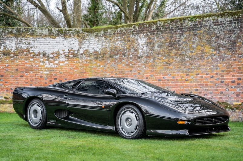 Jaguar XJ220   Slades Garage   Buckinghamshire