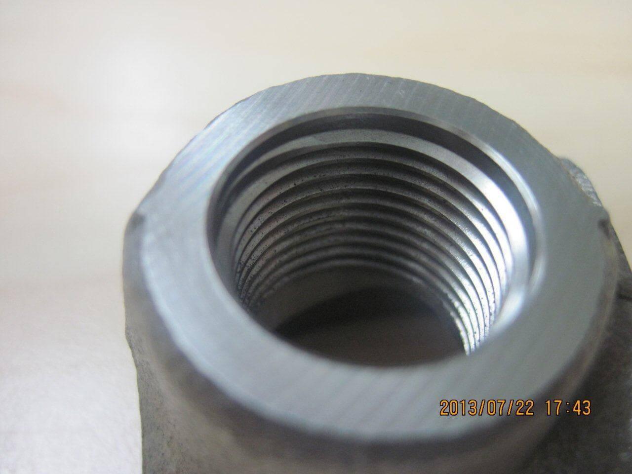 Framsidan av materialet där gängfräsen Double ThreadBurr gängat och gradat på båda sidorna.