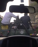 Mezzi per la rimozione auto a Nairobi, tifosi del Manchester United
