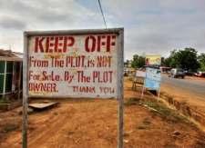 Tenetevi alla lontana, terreno non in vendita