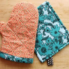 Kitchen Hot Pads Hotels With Kitchens In Las Vegas Customize Your Diy And Oven Mitts Smile Wave I Ve Got A Really Simple Pad Mitt Tutorial Over On Beautiful Mess For Anyone Needing Little More Pretty Their