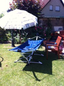 This is what a mini vacation in my parent's backyard looks like. // So sieht ein Miniurlaub im Garten meiner Eltern aus.