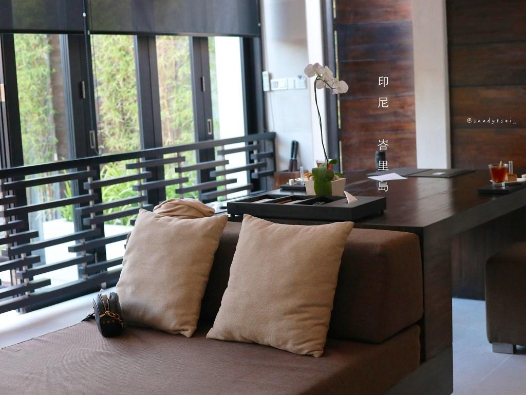 #客廳裝潢簡約、時尚