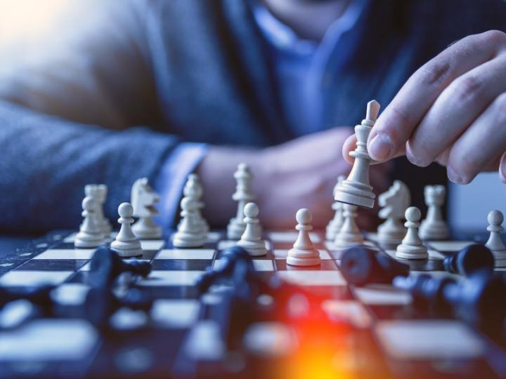 dealing with a narcissist is like playing chess