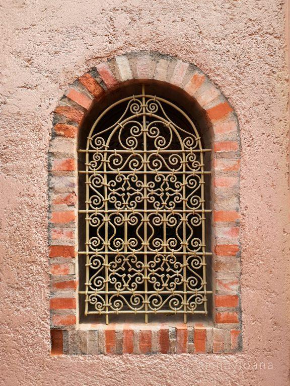 14 beautiful Moroccan doors and windows in Marrakech