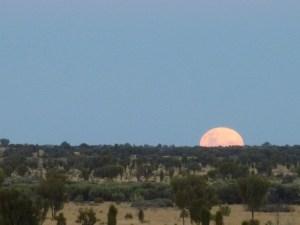 Lever de lune dans le désert australien, mai 2012