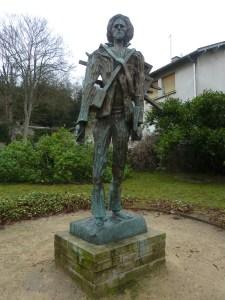 La statue de Van Gogh dans un petit parc