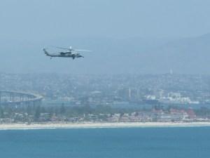 L'un des avions militaires; à l'arrière plan vous pouvez voir l'hôtel Del Coronado avec ses toits rouges, puis San Diego encore derrière.