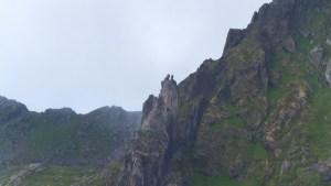 Surplombant la ville, le «saut de la chèvre» : deux petits pitons rocheux que les plus courageux tentent de franchir d'un bond
