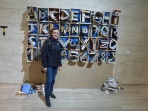 Expo Drap Art, avec un abécédaire fait à partir de livres et de magazines