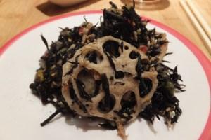 Salade d'algues noires et pousses de lotus, une tuerie absolue !