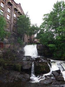 Anciennes usines le long de la rivière