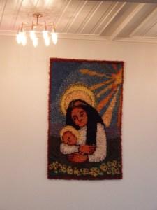 qui a pour particularité d'avoir un chemin de croix en tapisserie, assez surprenant mais plutôt sympa