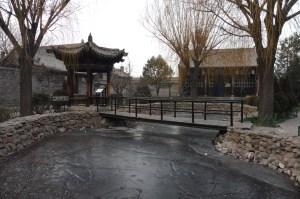 Les jardins de l'ancien palais du gouvernement (carpes congelées dans l'étang incluses… le choc!)