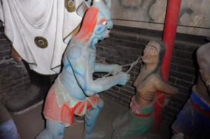 Des scènes de torture étonnantes dans le temple