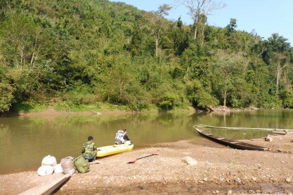 Traversée de la rivière en canoë gonflable, on gère !