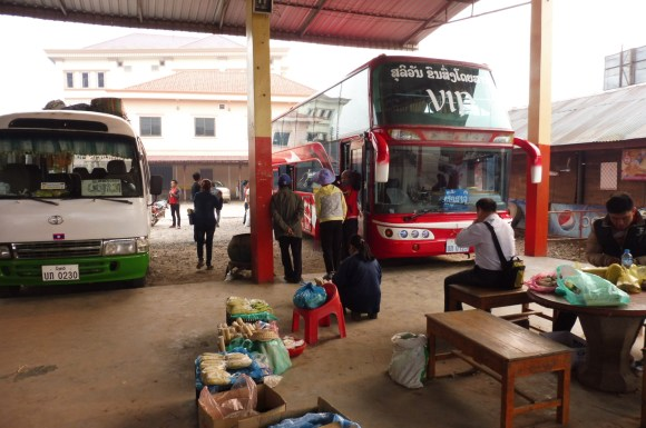 En route pour Phongsaly ! Notre bus n'a de VIP que le nom...
