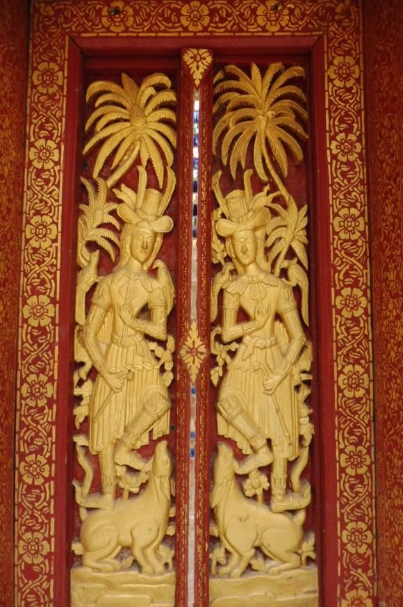 Sur l'une des sportes du Wat Pakhé (18è siècle), deux personnages européens