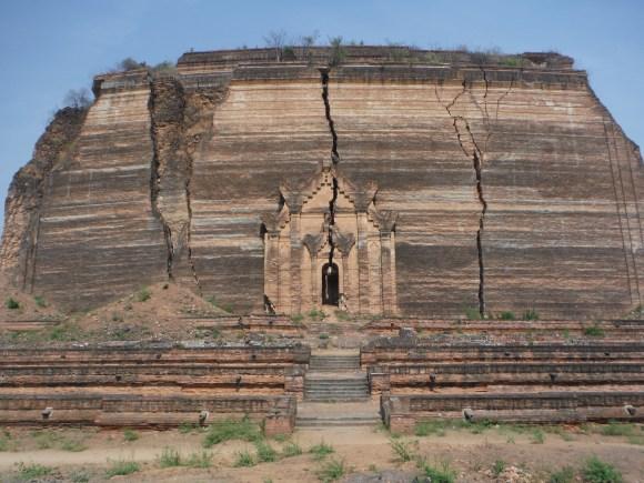 La pagode inachevée - rien que la base est impressionnante