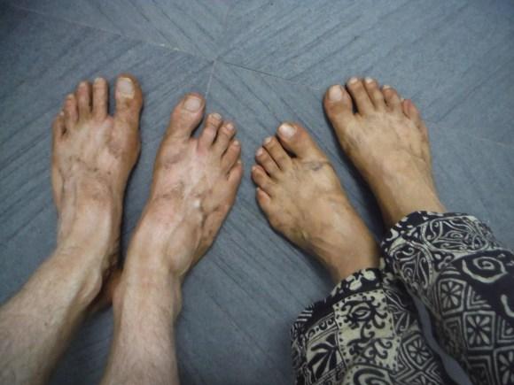 Les effets secondaires d'une journée à Bagan, entre poussière et déchaussage permanent pour entrer dans les temples...