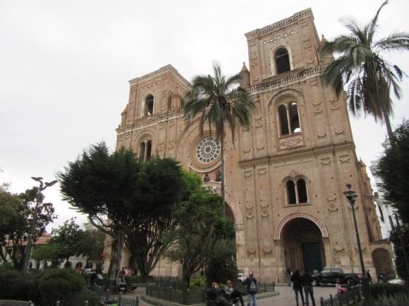 La cathédrale nouvelle vue depuis la place centrale