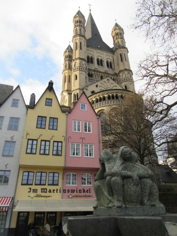 La vieille ville semble très jolie