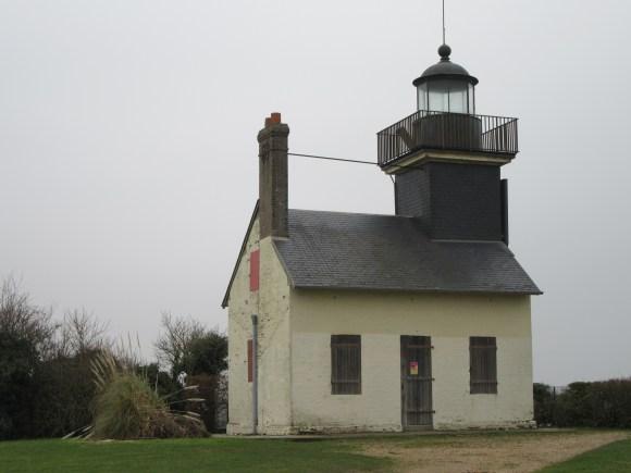 Le phare de la Roque, qui surplombe la Seine