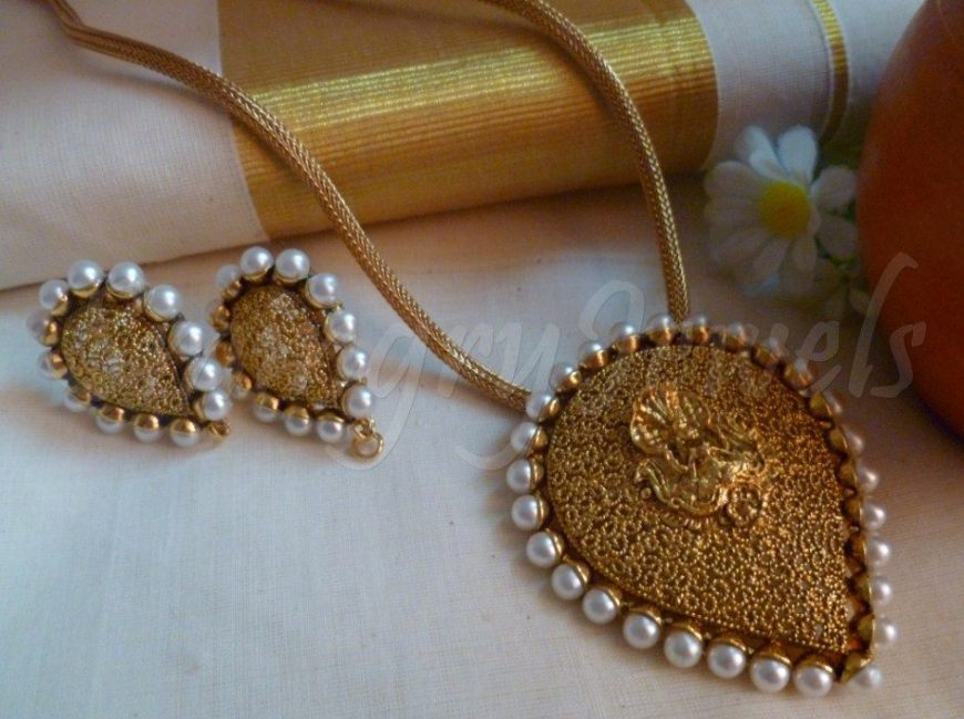 temple pendant oval shape and earrings ,Jewellery