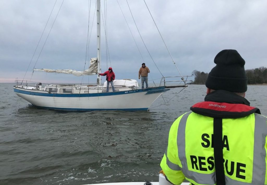 Grounded sailboat, out of fuel – Jan 10, 2021