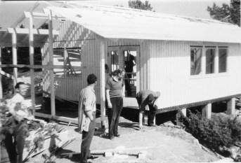 Talo tehtiin omin voimin talkoilla 1954 (SMK)