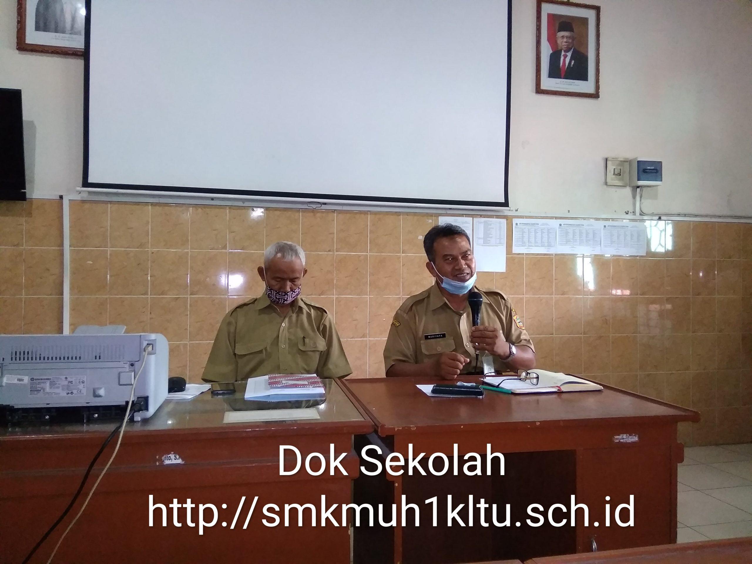 Kepala sekolah SMK Muhammadiyah 1 Klaten Utara pimpin rapat masalah nilai PTS