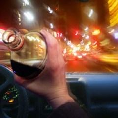 Sofer aflat sub influenta bauturilor alcoolice a lovit un autoturism parcat in afara partii carosabile in localitatea Amati