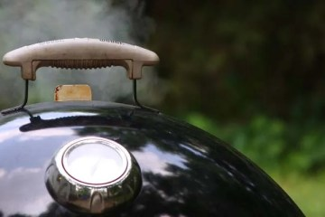 Control temperature on your charcoal smoker